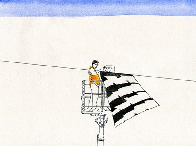 Ein Mann befestigt an einem gespannten Seil ein grosses Stück Stoff mit einem schwarz-weissen Muster.