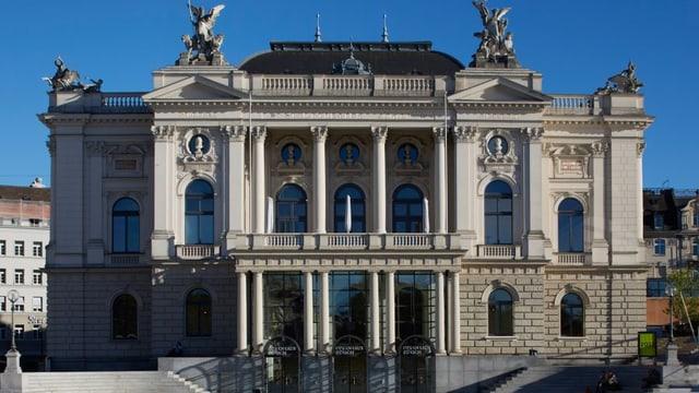 Eine Frontansicht des Zürcher Opernhauses.