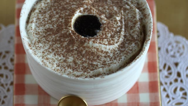 Dessert: Soufflé Glace mit Bündner Röteli und Rötelibirnen