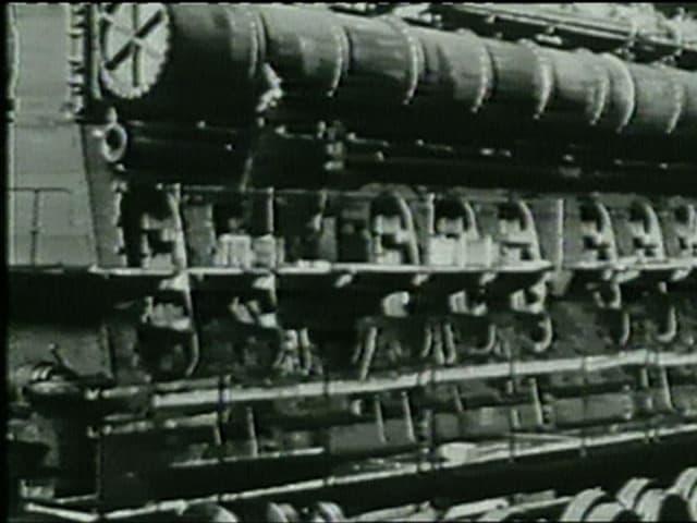 Schwarzweissbild eines grossen Dieselmotors.