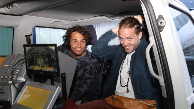 Lo & Leduc suenter lur concert en il bus da RTR durant l'intervista.