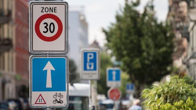 Bleiben umstritten: Tempo-30-Zonen in Zürich.