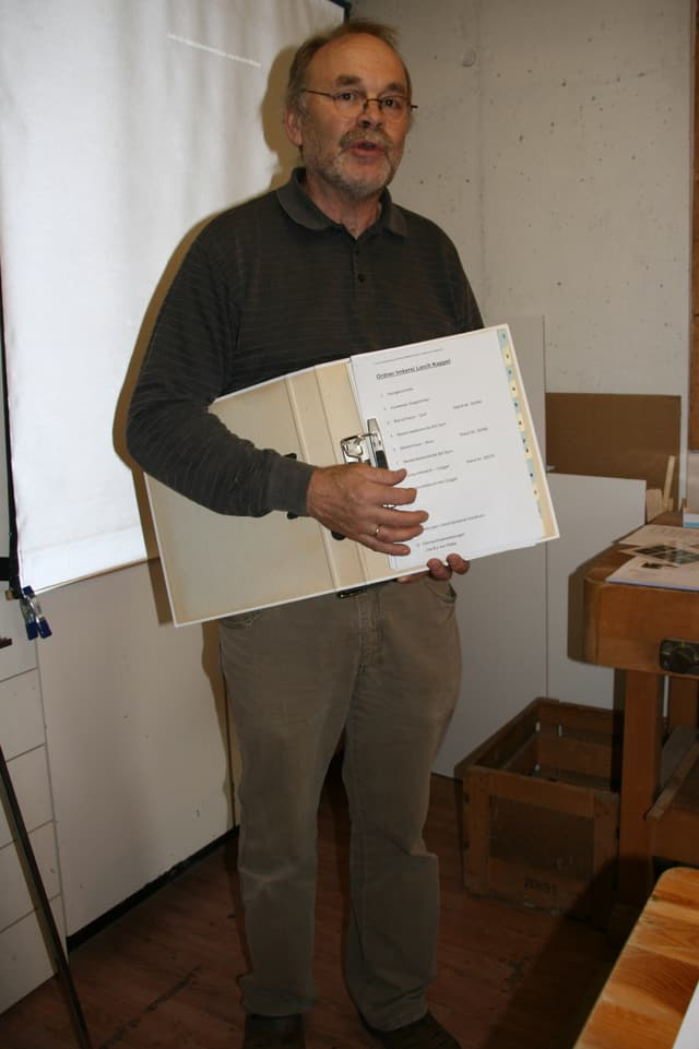 Der Kursleiter und Imker Robert Lerch.