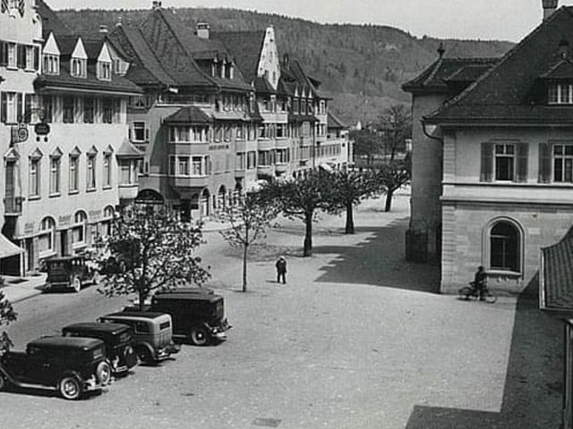 Schwarzweissbild Bahnhofplatz Brugg 1940