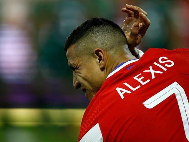 Alexis Sanchez mit schmerzverzerrtem Blick.
