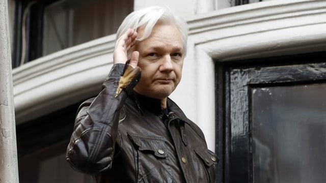 Purtret da Julian Assange.