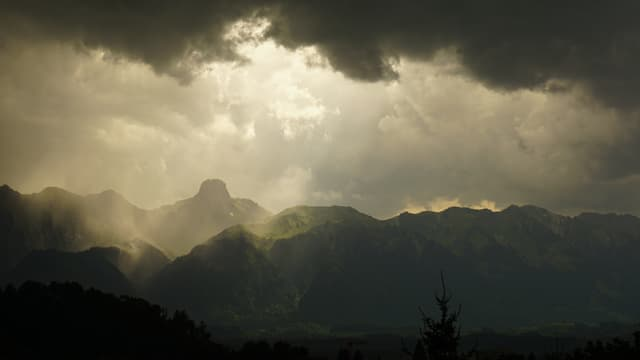 Das Gewitter zog von Adelboden Richtung Thun und Brienzersee weiter