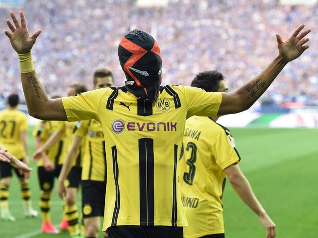 Pierre-Emerick Aubameyang feiert sein Tor gegen Schalke.