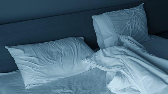 Ein verlassenes Bett.