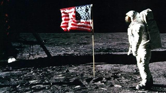 US-Flagge auf dem Mond.