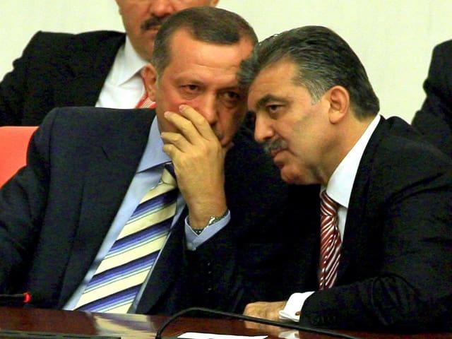 Erdogan mit dem damaligen Aussenminister Gül in Ankara