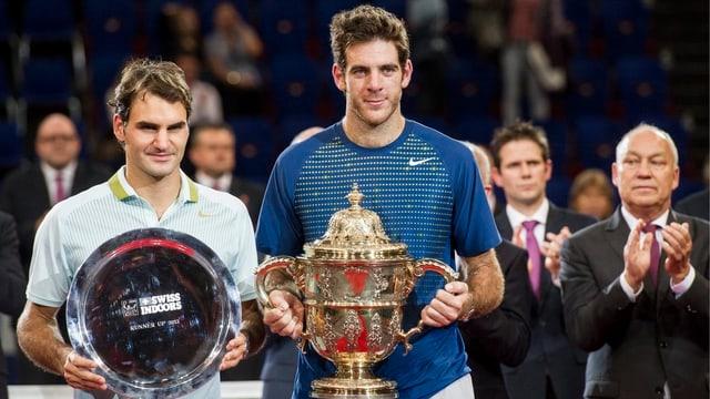 Roger Federer mit Turniersieger Juan Martin Del Potro 2013 in Basel.