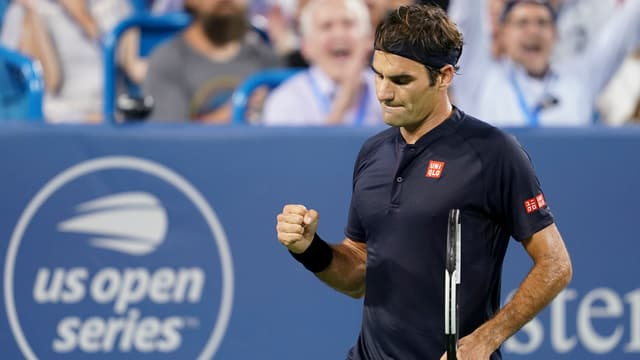 Federer batta Warinka.