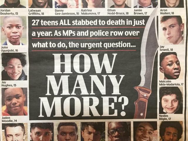 """Zeitungsausschnitt: """"How many more?"""" und Bilder der 27 Teenager, die innerhalb eines Jahres erstochen wurden."""