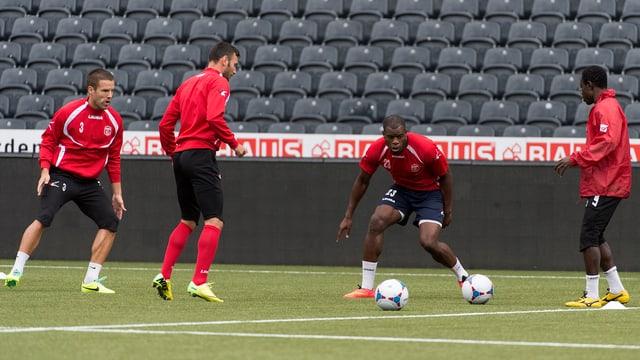 Spieler von Ermis Aradippou beim Training im Stade de Suisse.