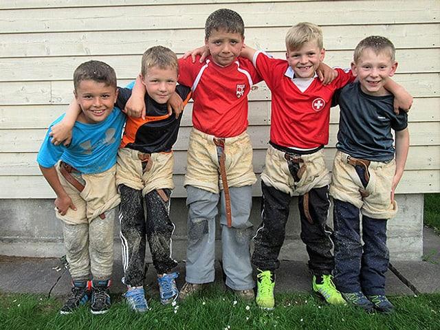 Gruppenbild der fünf Jungs vom Schwingclub Kerzers.
