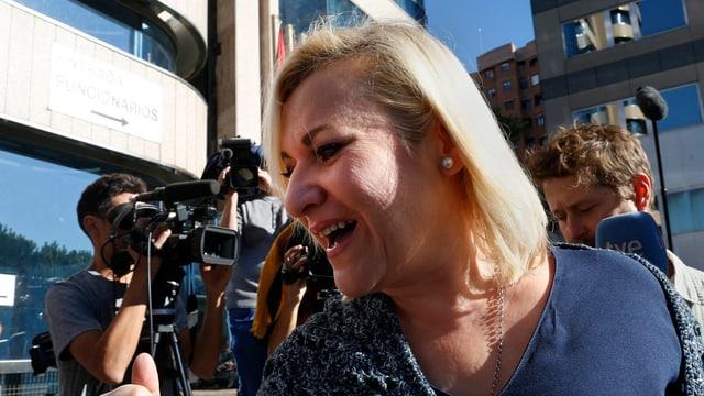 Opfer des Babyraubs im Jahr 1969: Inés Madrigal am Montagmorgen bei der Ankunft beim Gericht.
