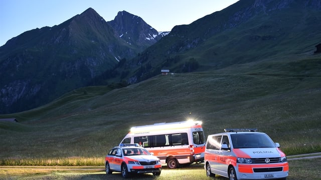 Las forzas da salvament al pe da l'Unterhorn en Val Stussavgia.