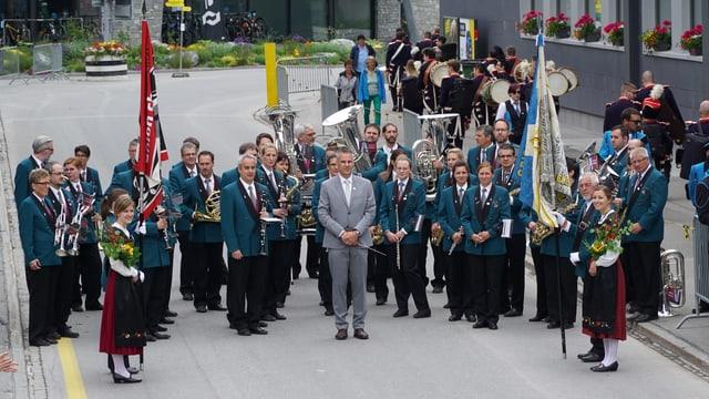 La societad da musica union Cuira durant la surdada da la bandiera chantunala.