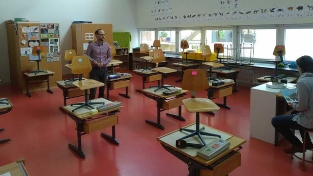 Christian Hugi in seinem Klassenzimmer in Zürich.
