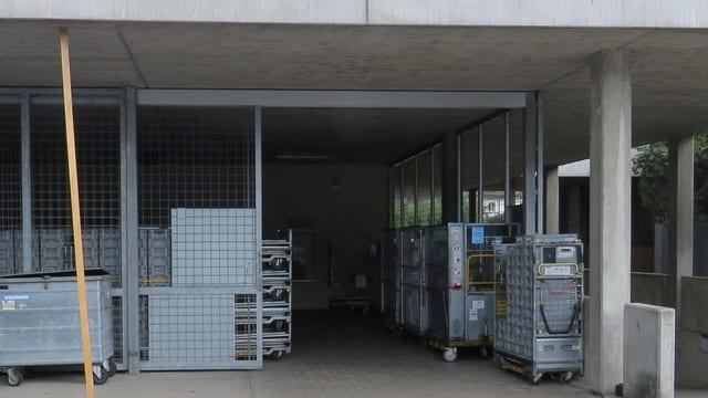 Gebäude mit Gittern