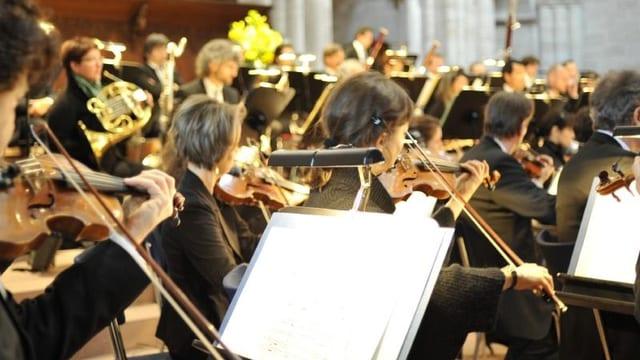 Mitglieder des Sinfonieorchester Basel an einer Probe