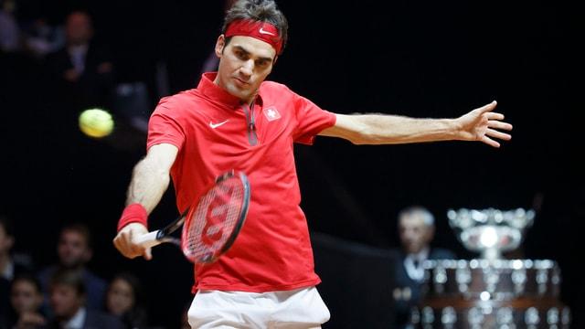 Federer durant ina partida dal final da la cuppa Davis il november passa.