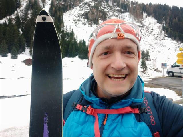 Marcel Hähni mit seinen Langlaufskis