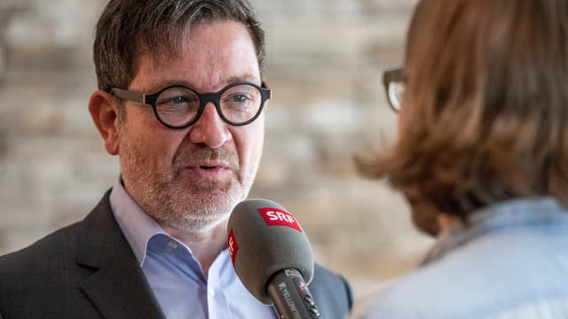 Porträt von CEO Stefan Otz während eines Interviews
