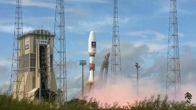 Die Rakete mit dem fünften und sechsten Satelliten beim Start nahe Kourou in Französisch-Guayana am 22 August.
