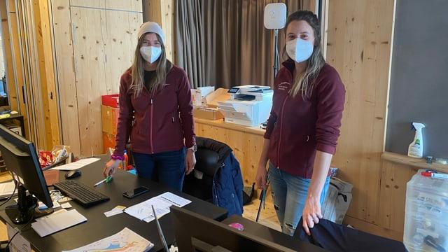 Marina Morgenthaler (sanester) e Luana Bergamin en il Head Office a Parpan.