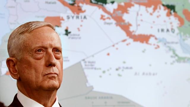 Jim Mattis discurra davant ina charta da la Siria ed il Irac da la milissa da terror Stadi islamic SI.