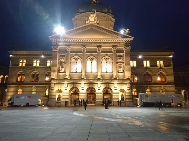 Bundeshaus am frühen Morgen