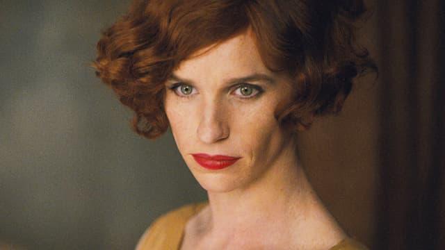 Portraitaufnahme einer rothaarigen Dame