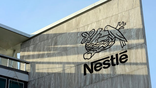 Nestlé ha fatg 200 milliuns francs pli pauc gudogn l'emprim mez onn cumpareglià cun l'emprim mez onn dal 2014.