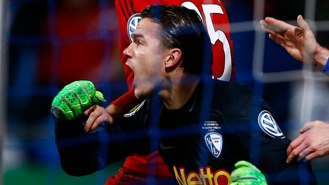 Goalie Manuel Riemann schreit seine Freude heraus.