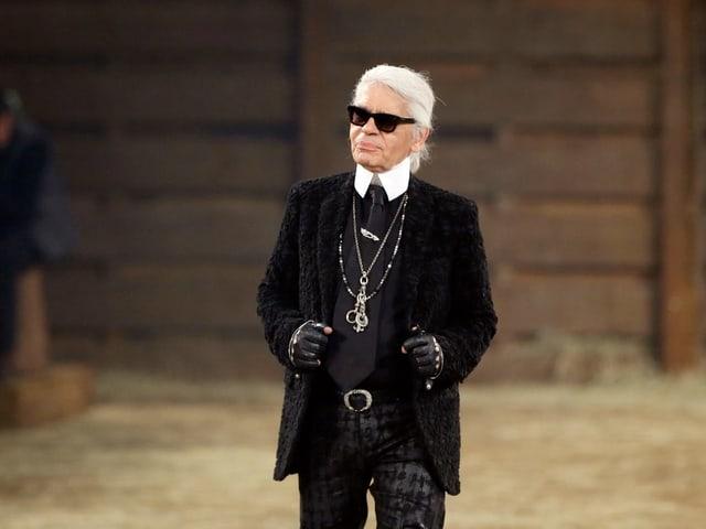 Karl Lagerfeld im Jahr 2013 an einer Modenschau in Dallas.