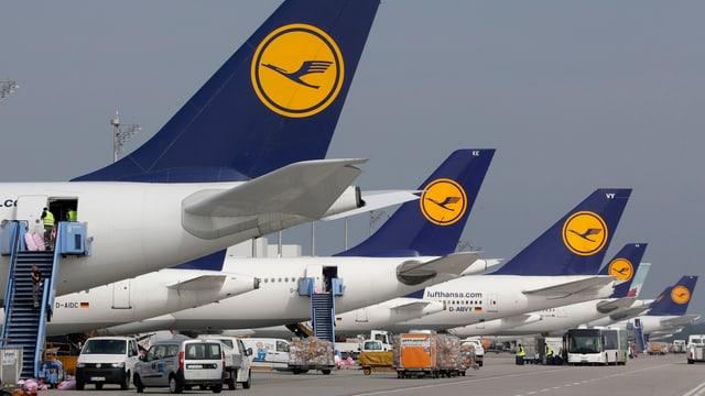 Flugzeuge stehen in München auf dem Boden