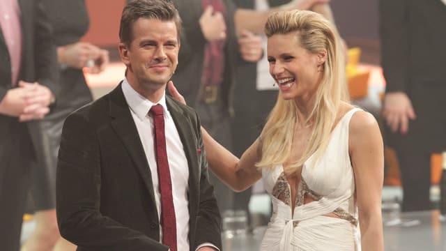 Michelle Hunziker und Markus Lanz lachend.