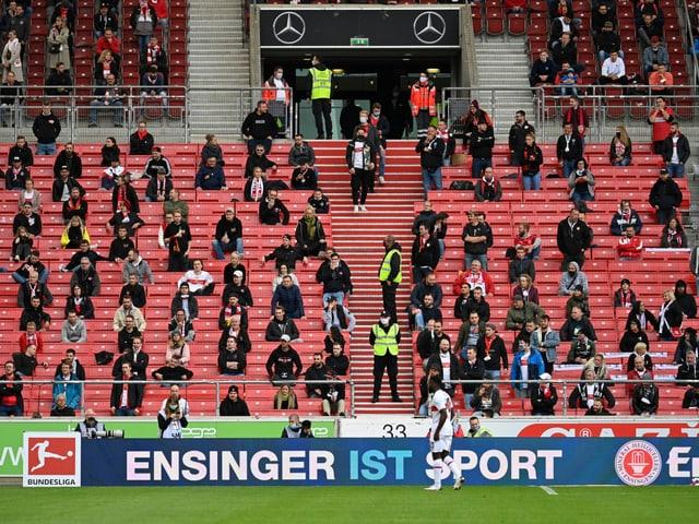Die Zuschauer bei der Bundesliga-Partie zwischen dem VfB Stuttgart und Bayer Leverkusen.