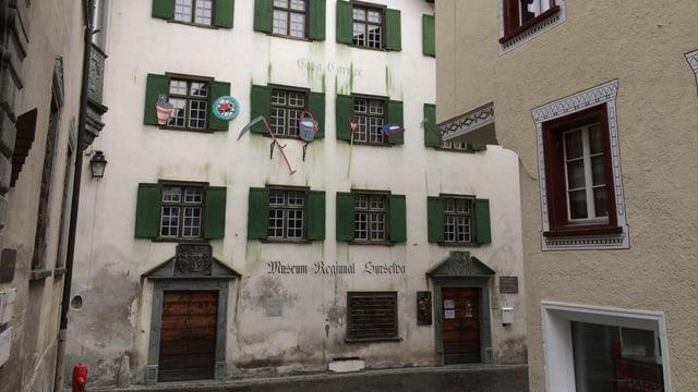 La Casa Carniec, il domicil dal Museum Regiunal Surselva amez la citad veglia da Glion, duai vegnir renovada.