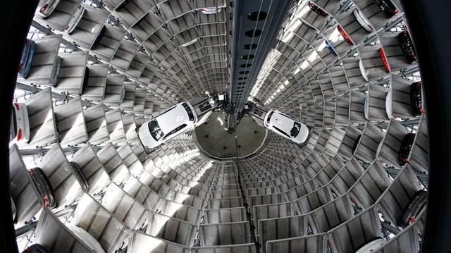 Autos da VW novs en la fabrica a Wolfsburg