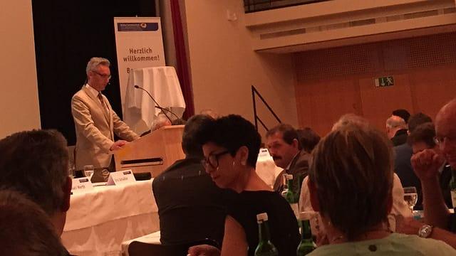 President Urs Schädler a la radunanza da delegads da l'Uniun grischuna d'artisanadi e mastergn.