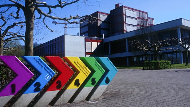 Die Kantonsschule in der Stadt Zug.