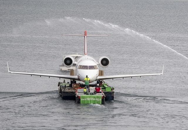 ...il jet ha gì in viadi aventurus fin ch'el è arrivà en ses lieu da pensiun.