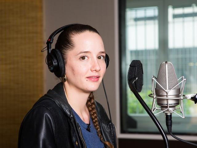 Rapperin Steff la Cheffe im Studio.