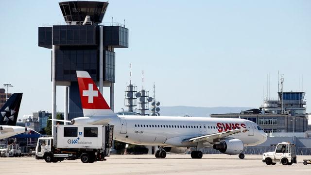 Ein Flugzeug der Swiss auf dem Genfer Flughafen.