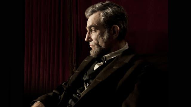 Daniel Day-Lewis als Präsident Abraham Lincoln in nachdenklicher Pose.