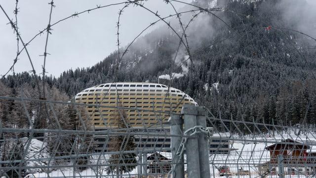 Das Hotel Intercontinental hinter Stacheldraht in Davos