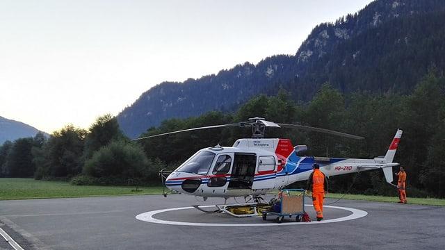 Collavuraturs da Swisshelicopter a Tavanasa fan las davosas preparaziuns per l'emprim sgol dad oz.